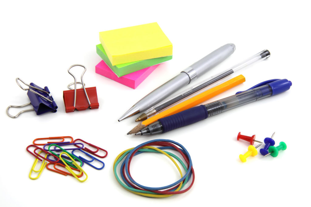 These back to school tips will help you save money on school supplies! School supplies add up - learn how to save money going back to school!