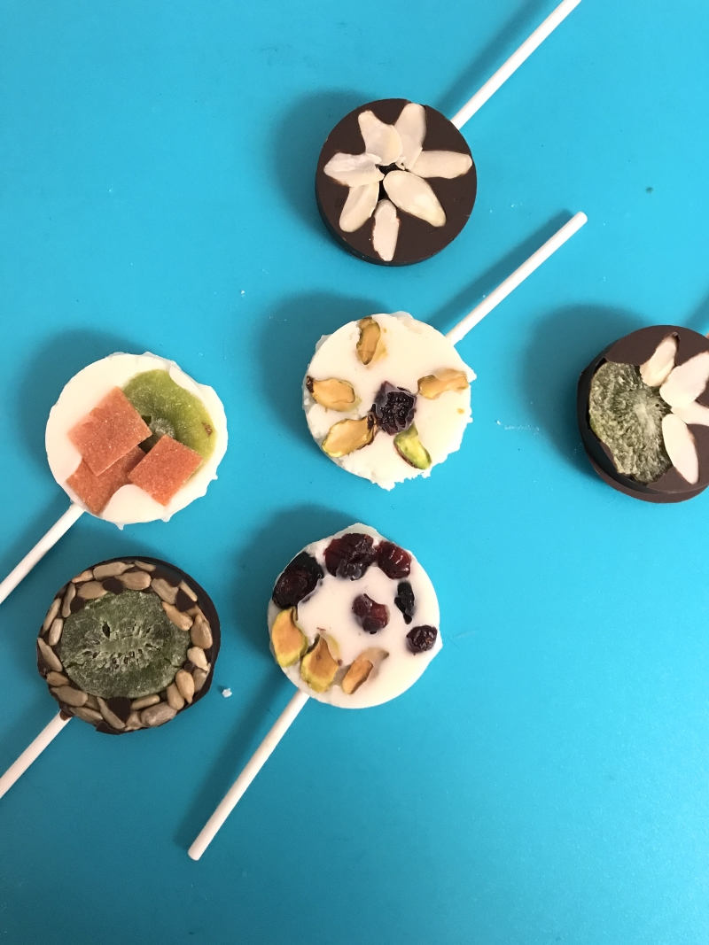 These dried fruit chocolate lollipops are the perfect thing to grace your table this Tu BeShvat. Dried fruit chocolate lollipops are a delicious and beautiful treat that your family will really enjoy! #chocolatelollipops #tubeshvat #foodcrafts